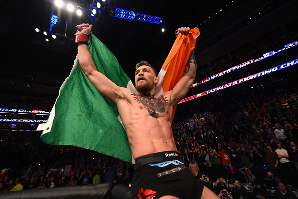 Conor McGregor comemora vitória (Foto: Jeff Bottari / Zuffa LLC / UFC / Via Getty Images)