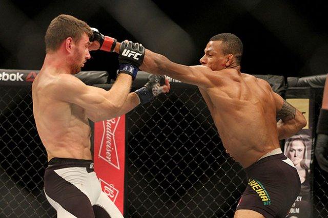 Alex Cowboy acertou bons socos em seu oponente durante a luta (Foto: Sherdog.com)