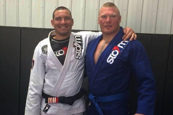 Rodrigo Comprido (esq) e Brock Lesnar (dir)